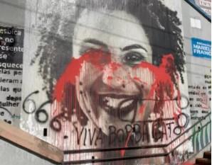 IMAGEM: Imagem de Marielle é vandalizada com menção a Borba Gato