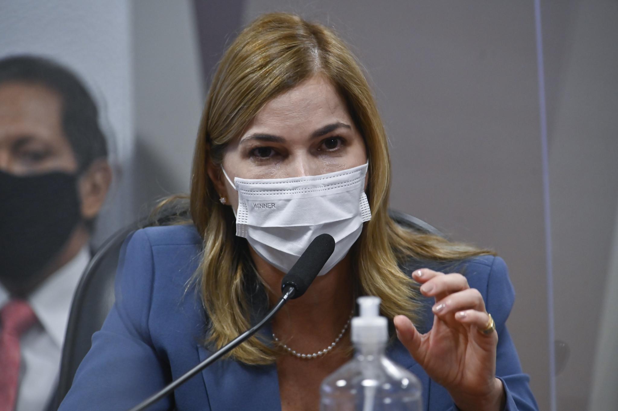 IMAGEM: 'Capitã Cloroquina' sugeriu TrateCov quando ministério já discutia vacinação nos estados