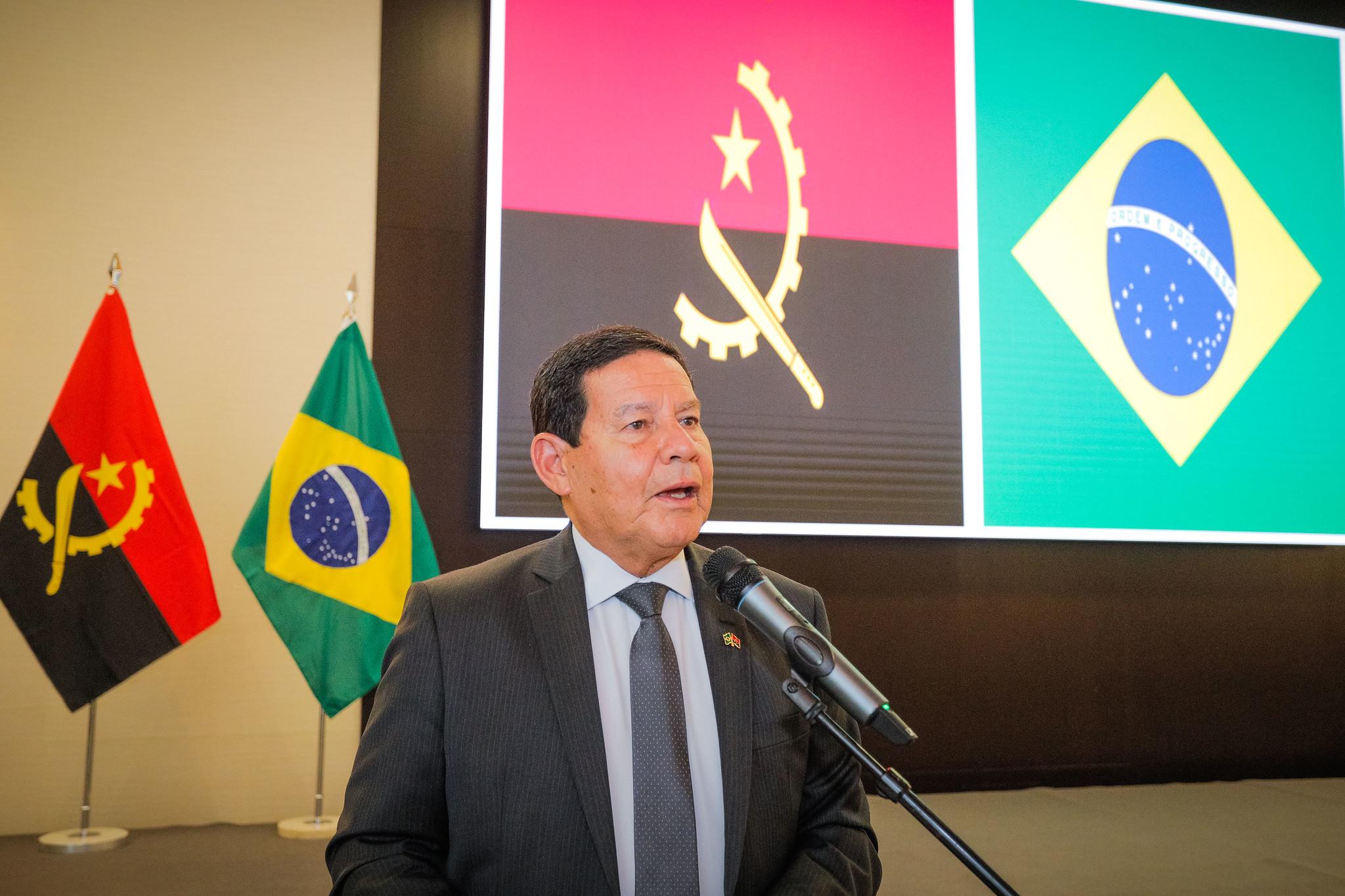"""IMAGEM: Vice-Presidência: Universal em Angola é """"tema privado que repercute na sociedade brasileira"""""""