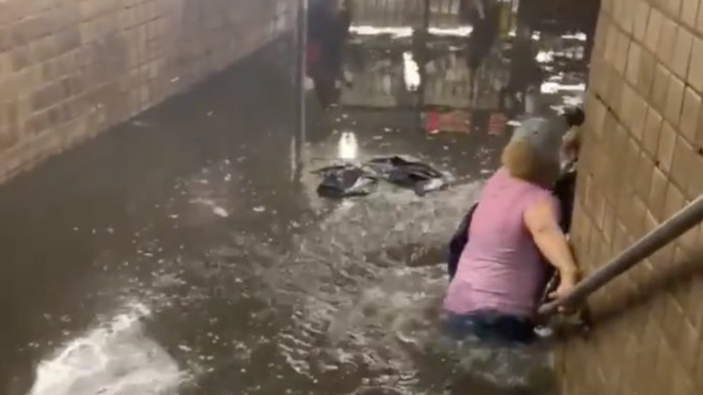IMAGEM: Nova York fica inundada com aproximação da tempestade Elsa