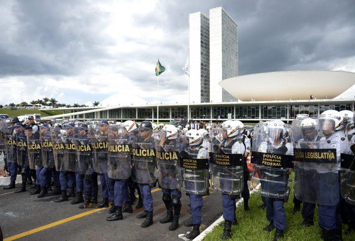 IMAGEM: Câmara comprará bombas de gás e balas de borracha para próximos protestos