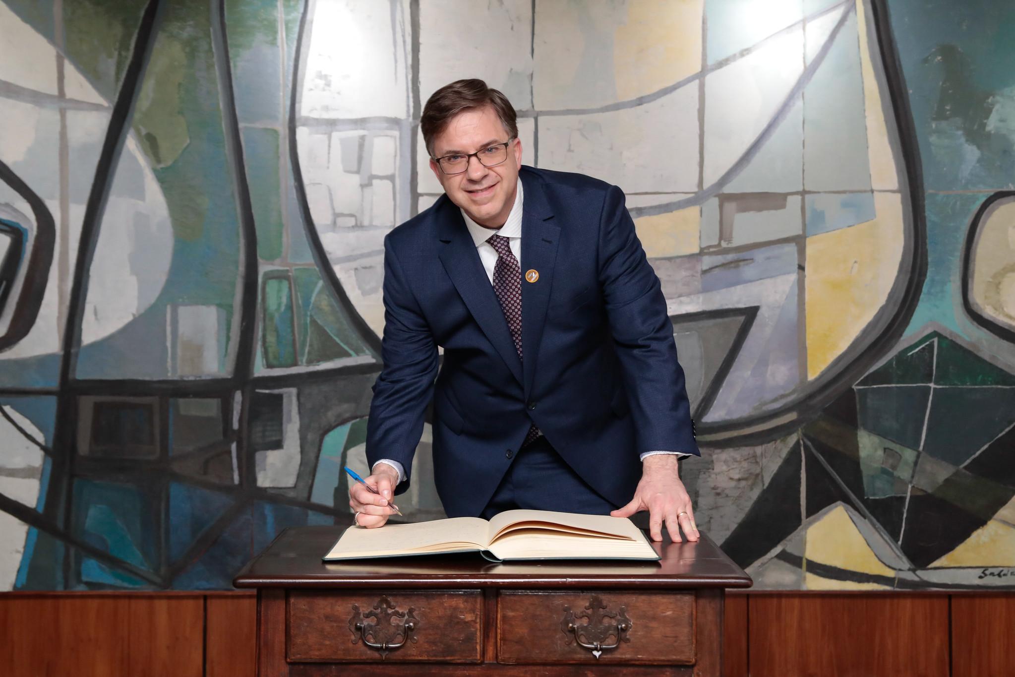 """IMAGEM: Embaixador dos EUA, sobre 5G do Brasil: """"Selecione seus parceiros com cuidado"""""""