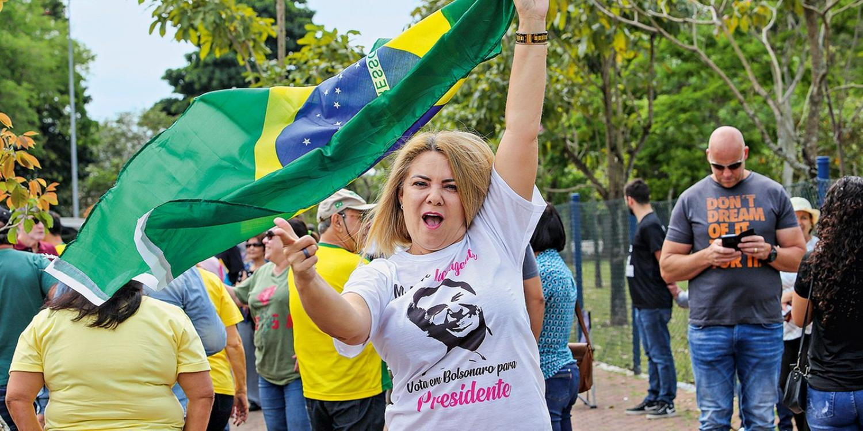 IMAGEM: Ex-empregado acusa ex-mulher de Bolsonaro de forjar roubo de Land Rover