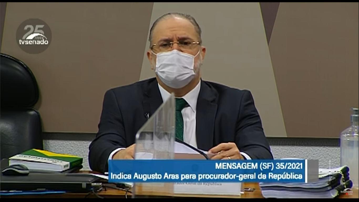 """IMAGEM: Aras diz ter compromisso de tratar político """"com dignidade"""""""