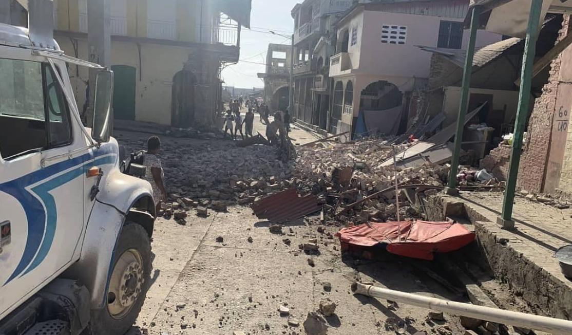 IMAGEM: Haiti tem novo terremoto e registra 2,1 mil mortes desde sábado