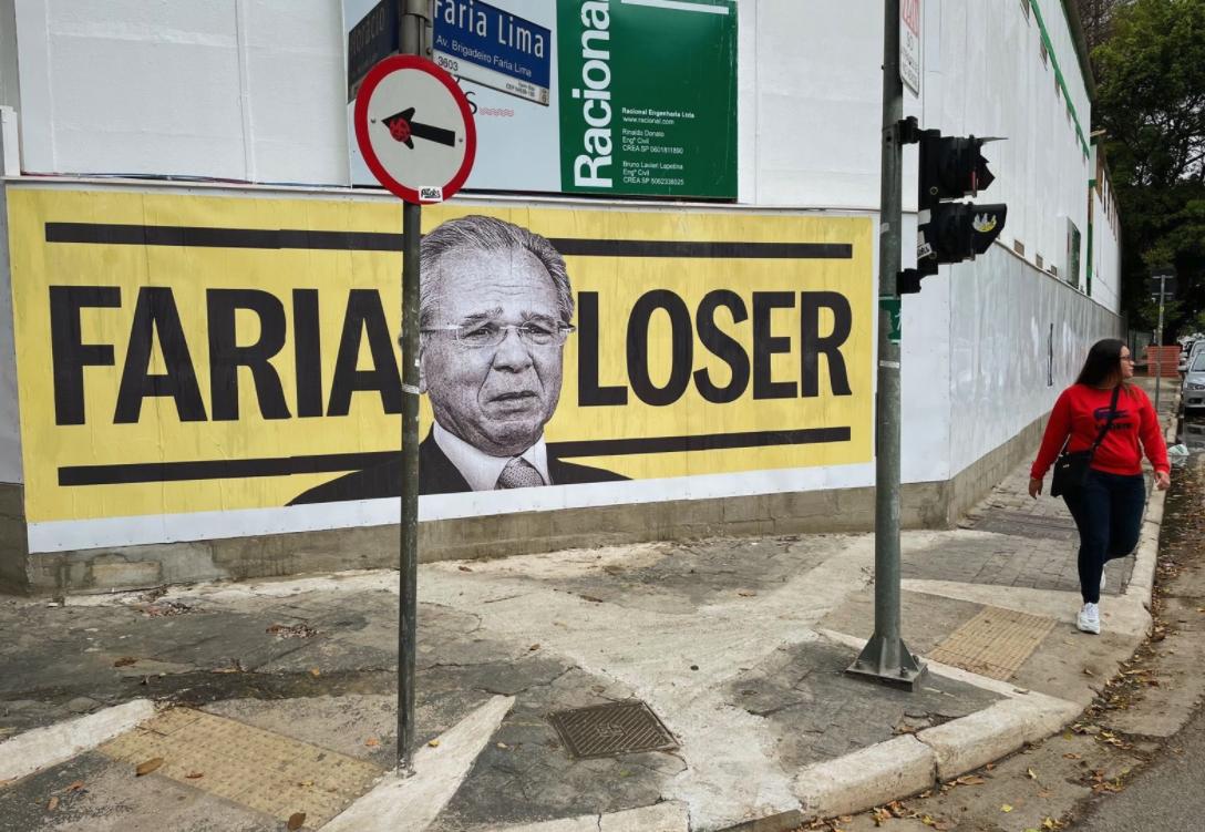 IMAGEM: Paulo 'Faria Loser' Guedes ganha cartazes na Faria Lima