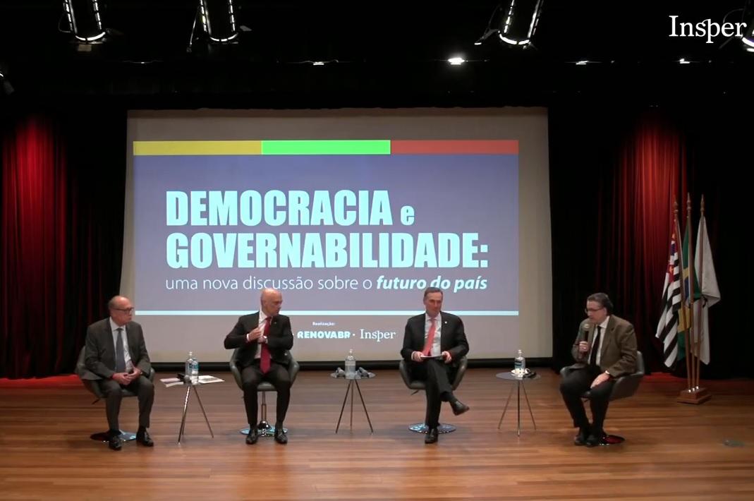 IMAGEM: Em evento, Barroso, Moraes e Gilmar descartam risco de golpe