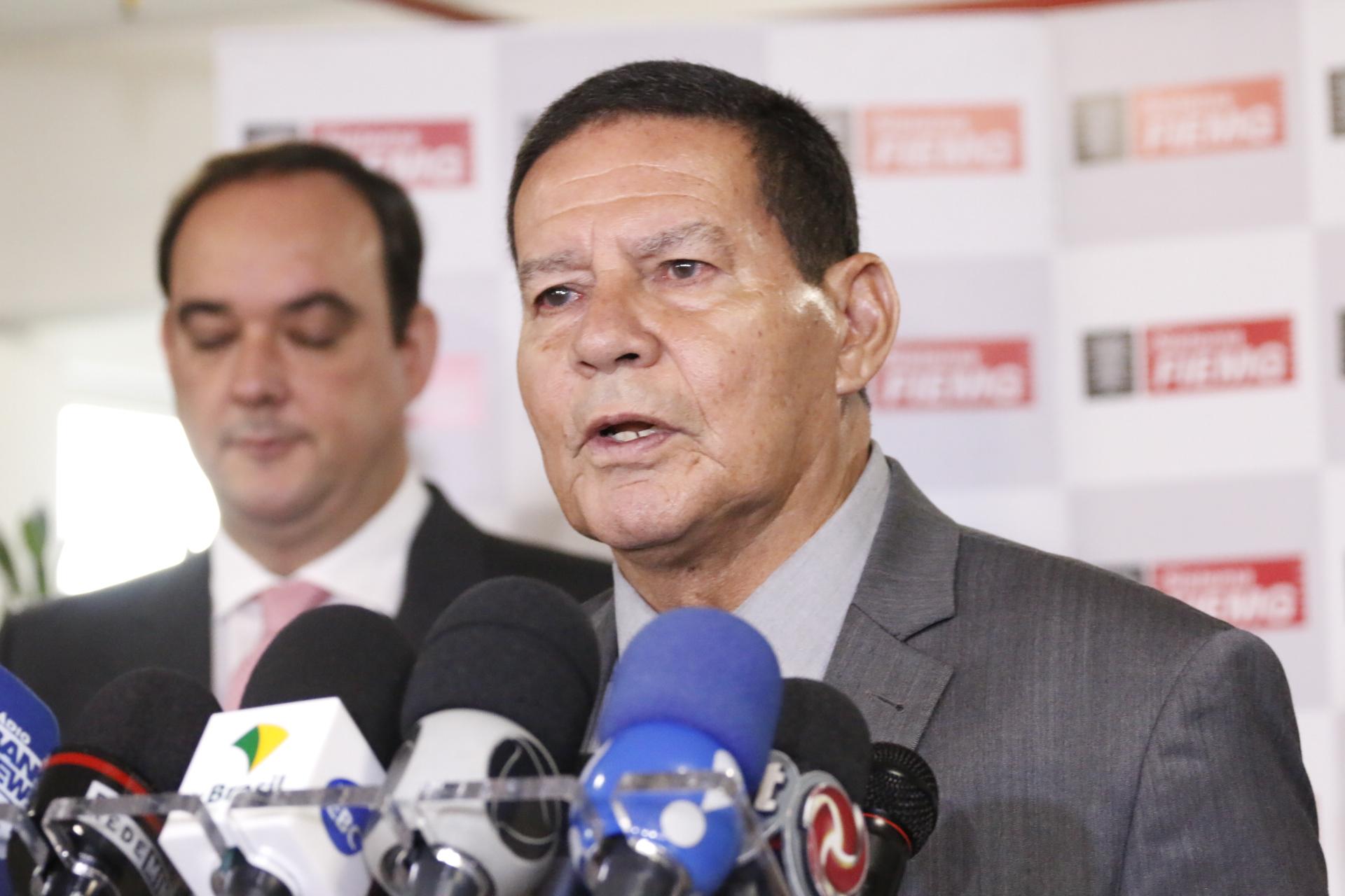"""IMAGEM: """"Presidente já esperava"""", diz Mourão, sobre devolução da MP das Redes"""