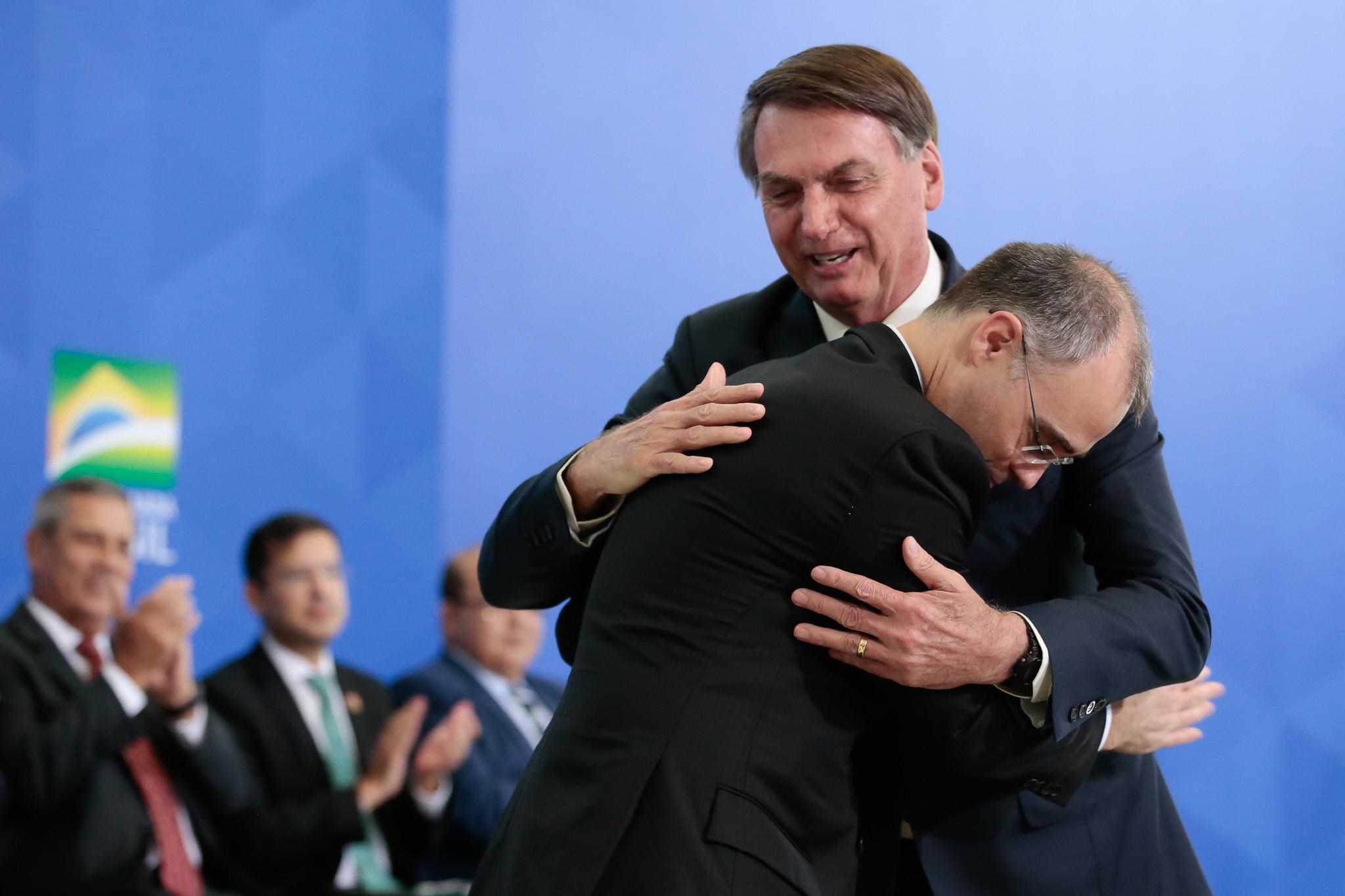 IMAGEM: Bolsonaro 'cobra' de Mendonça um almoço por semana se ele for aprovado para o STF