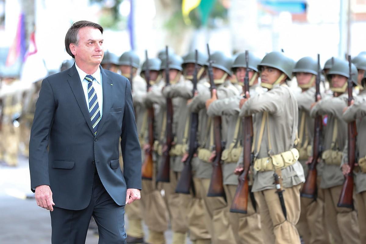 IMAGEM: Militares pressionam Bolsonaro para que ele vete revogação da LSN, diz jornal