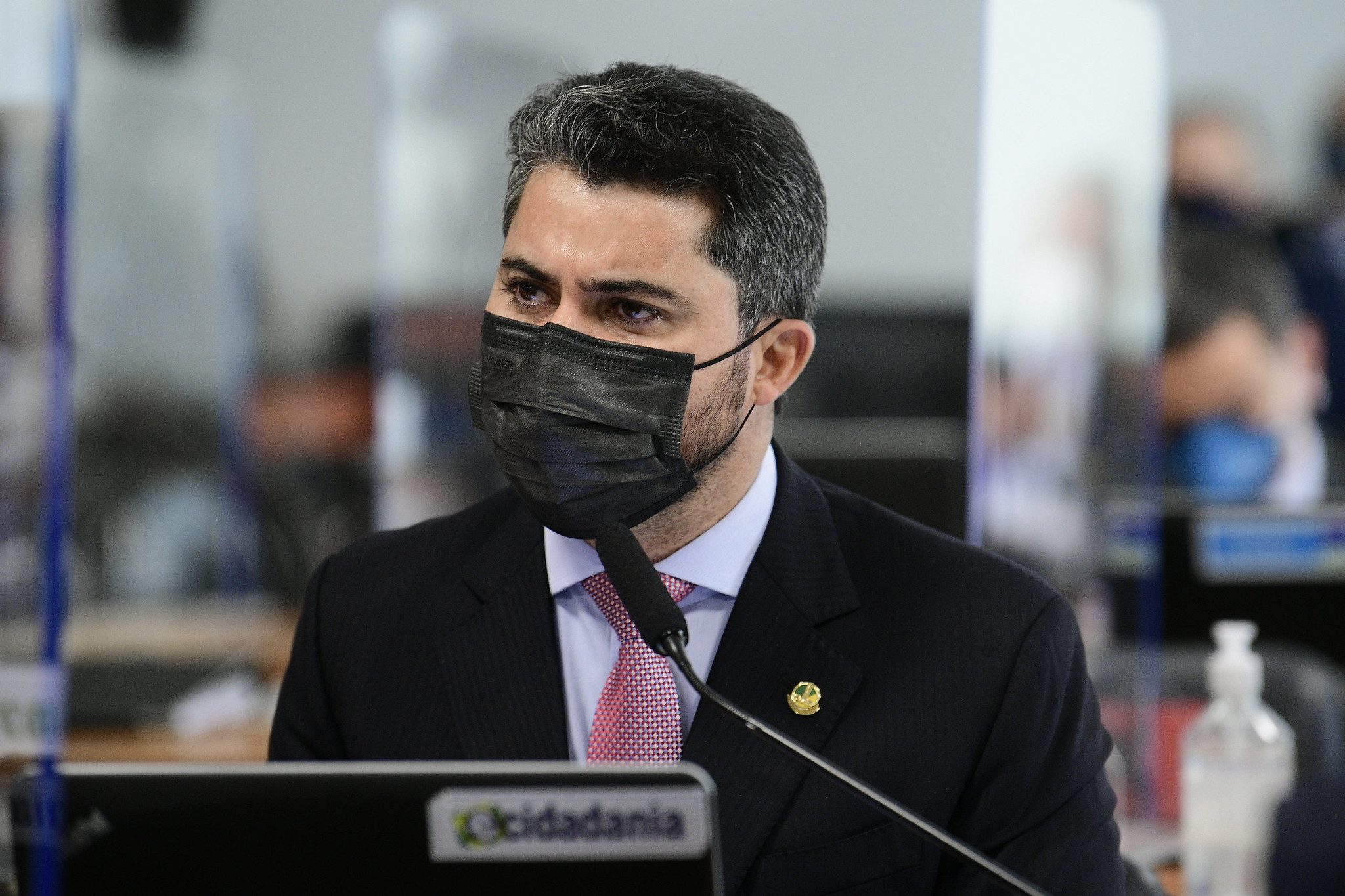 """IMAGEM: Nem Marcos Rogério tenta defender diretor do FIB Bank: """"É indefensável"""""""
