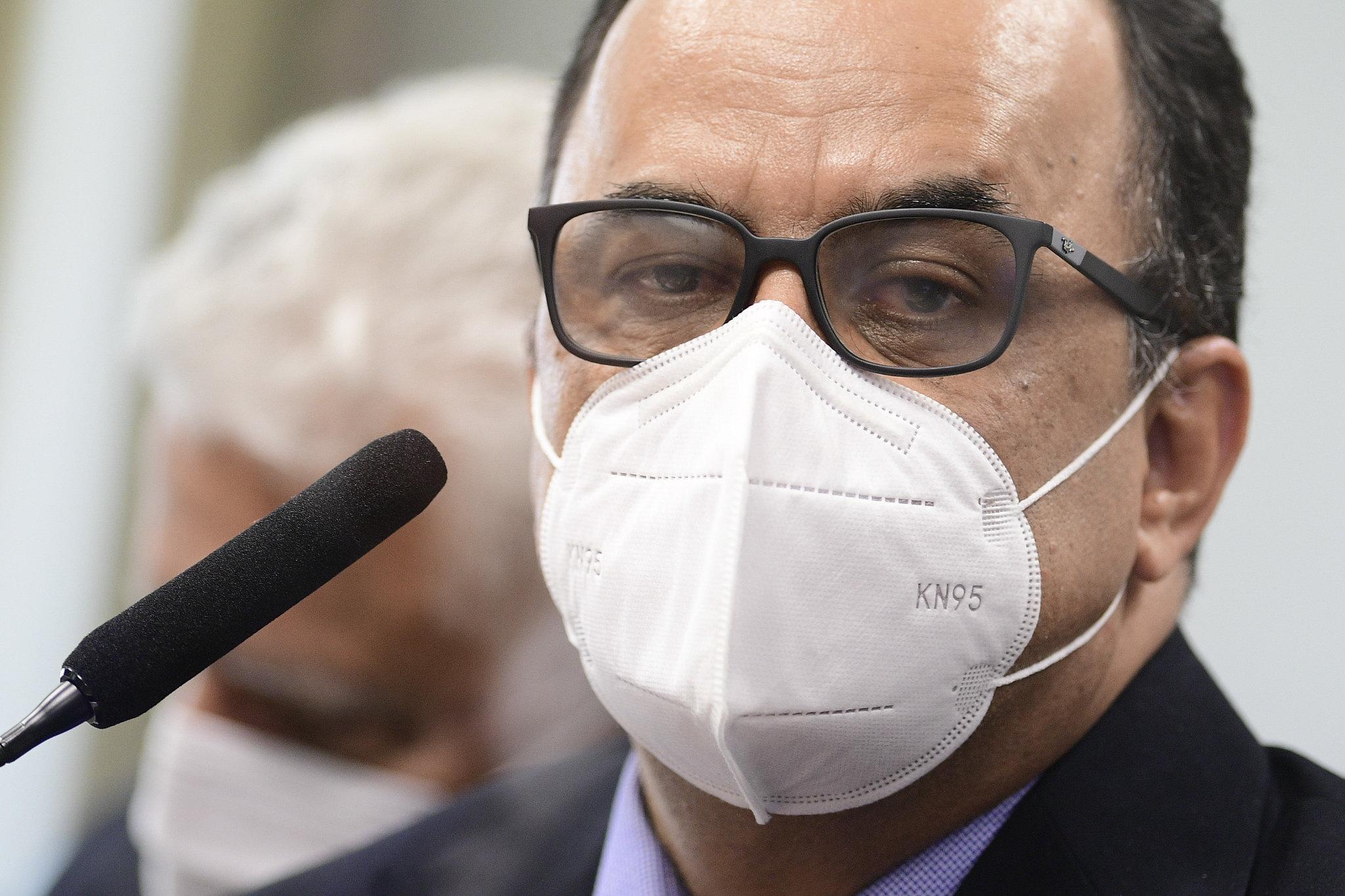 """IMAGEM: Reverendo chora em depoimento à CPI: """"Peço desculpas ao Brasil"""""""