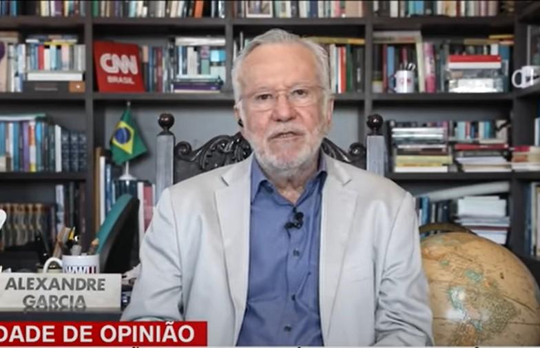IMAGEM: CNN desmente ao vivo fake news de Alexandre Garcia sobre vacinação