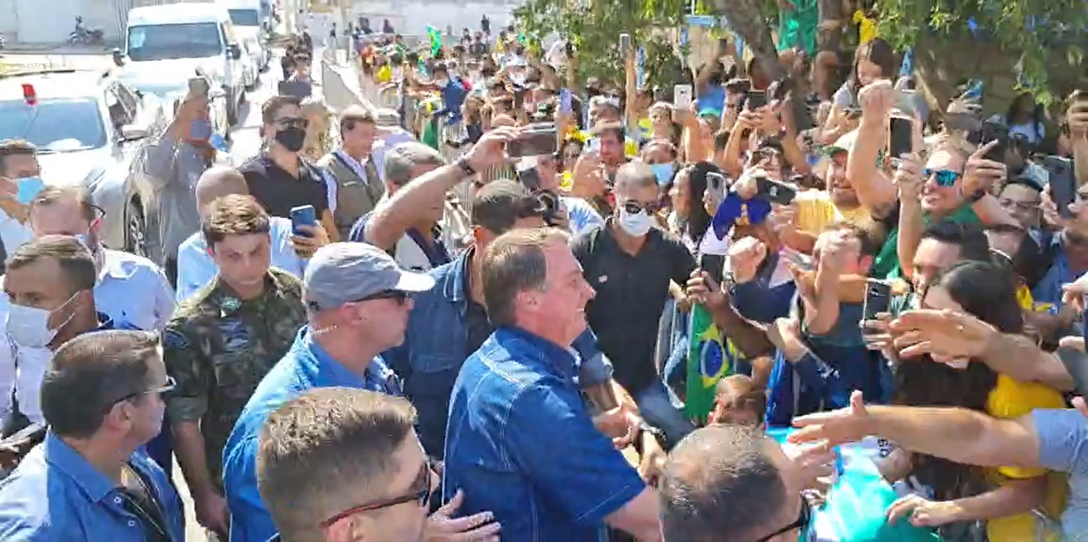 IMAGEM: Bolsonaro chega a Cuiabá para entrega de máquinas agrícolas a indígenas