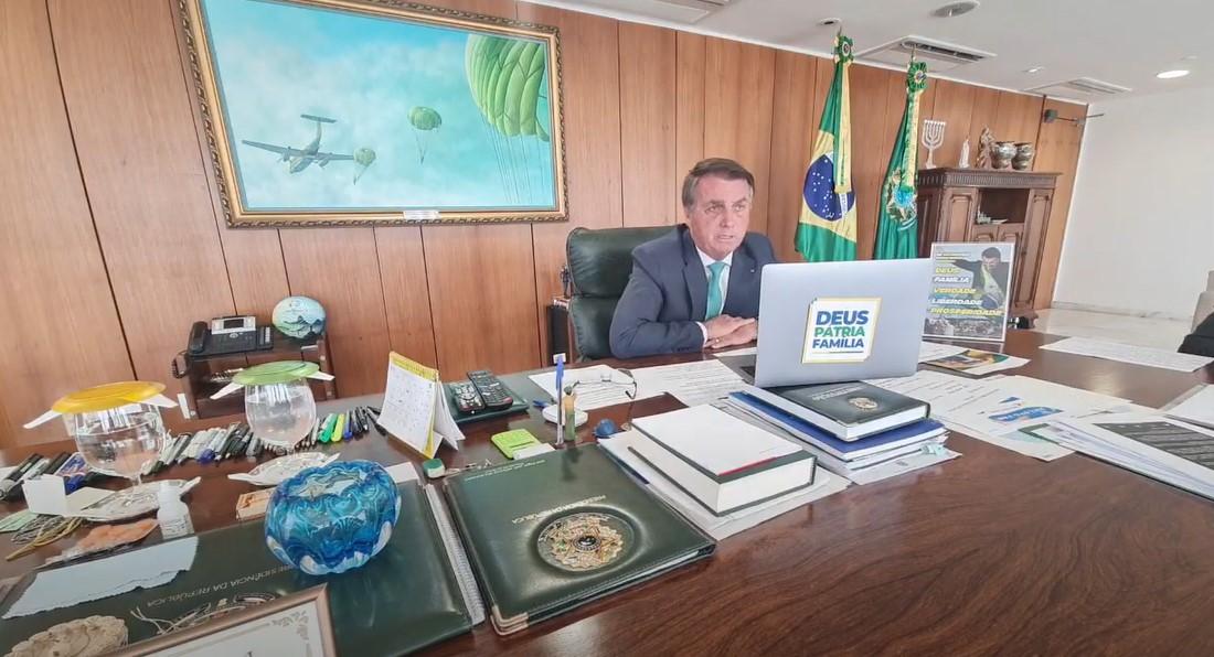"""IMAGEM: Bolsonaro diz que ministros do STF querem ser """"donos do mundo"""""""