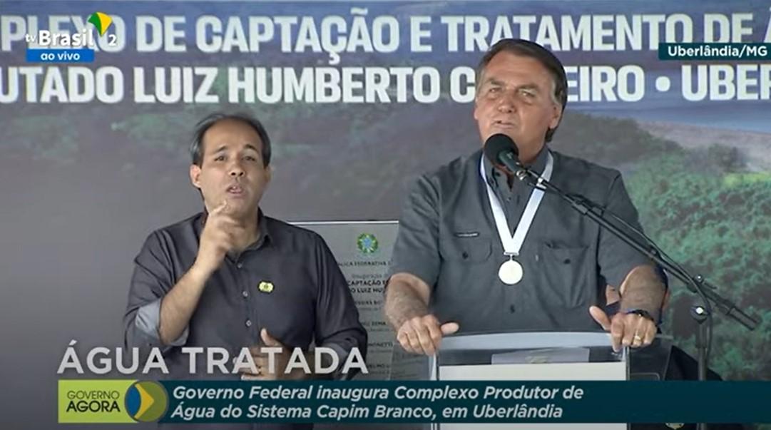 """IMAGEM: Bolsonaro diz que não vai """"puxar espada"""" em 7 de setembro"""