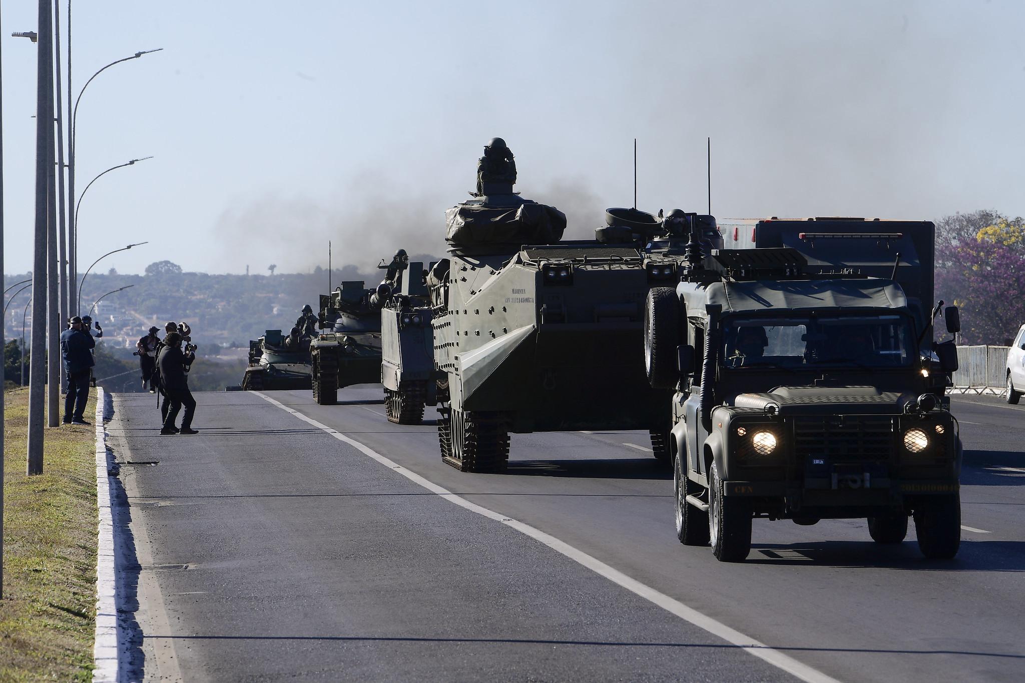 IMAGEM: Operação com desfile de blindados custou R$ 3,7 milhões