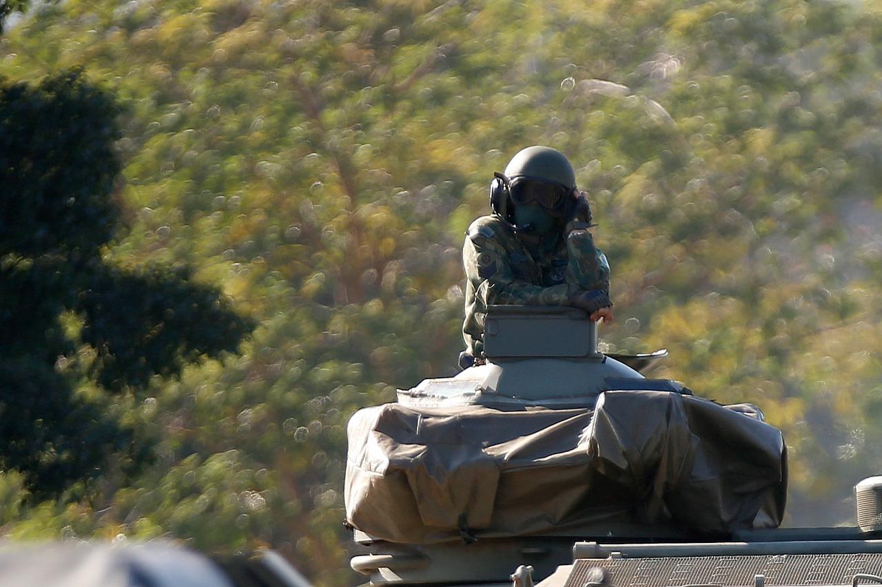 IMAGEM: O efeito colateral da micareta militar