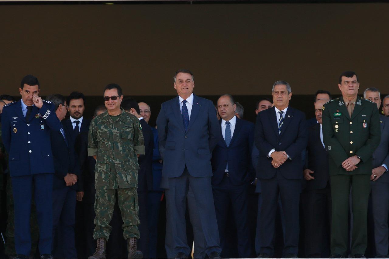 IMAGEM: Bolsonaro diz que filha tem direito de estudar em Colégio Militar