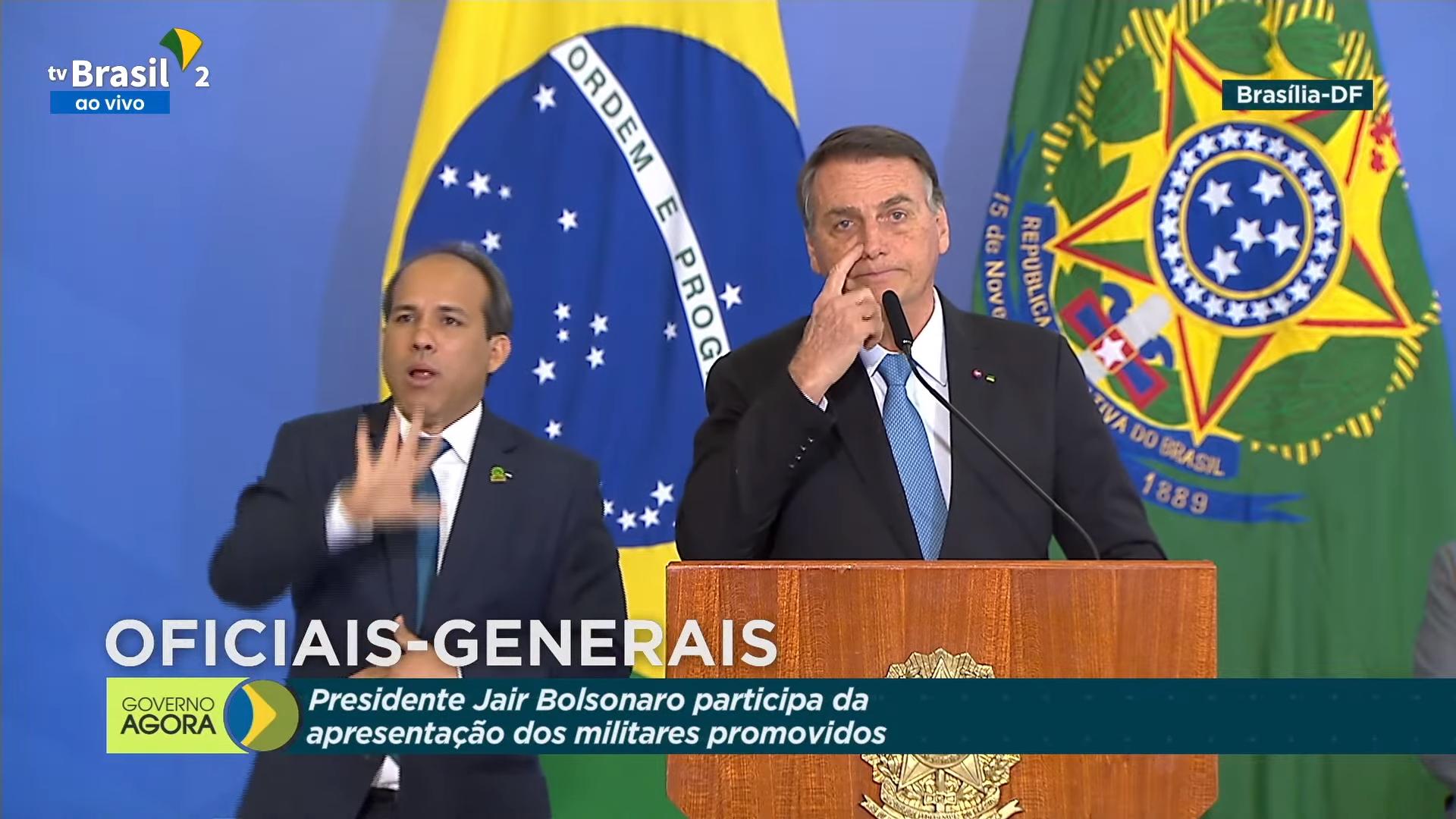 """IMAGEM: Bolsonaro diz ter certeza de """"apoio total"""" das Forças Armadas a suas decisões"""