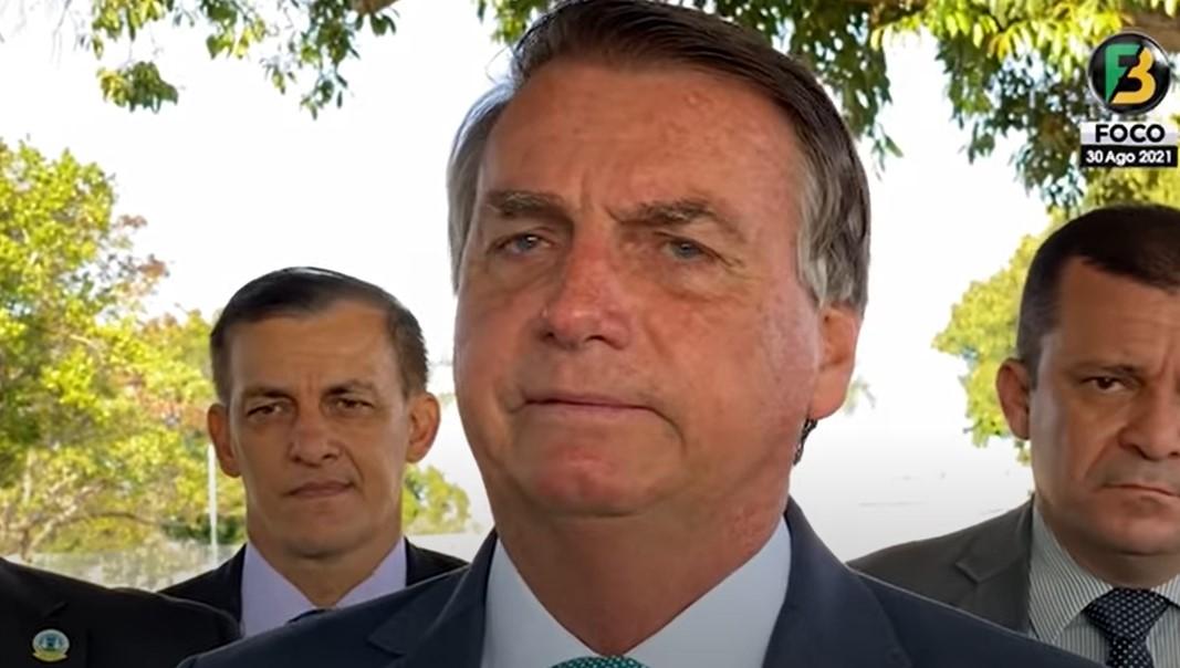 """IMAGEM: Bolsonaro diz que demarcações criaram """"favela de índio"""""""