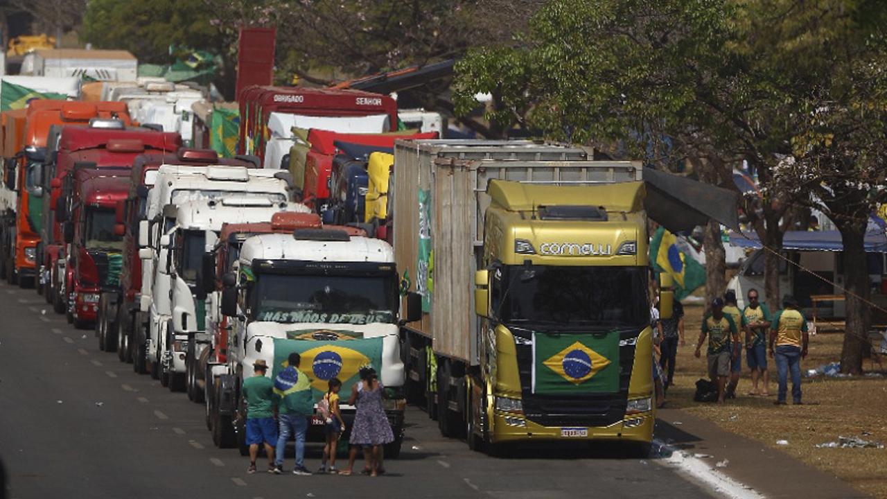 IMAGEM: Bolsonaro usa os caminhoneiros para atacar o STF