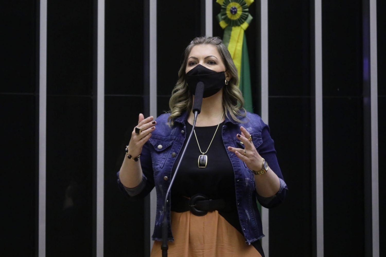 IMAGEM: Moraes autoriza compartilhar quebra de sigilo de deputada bolsonarista
