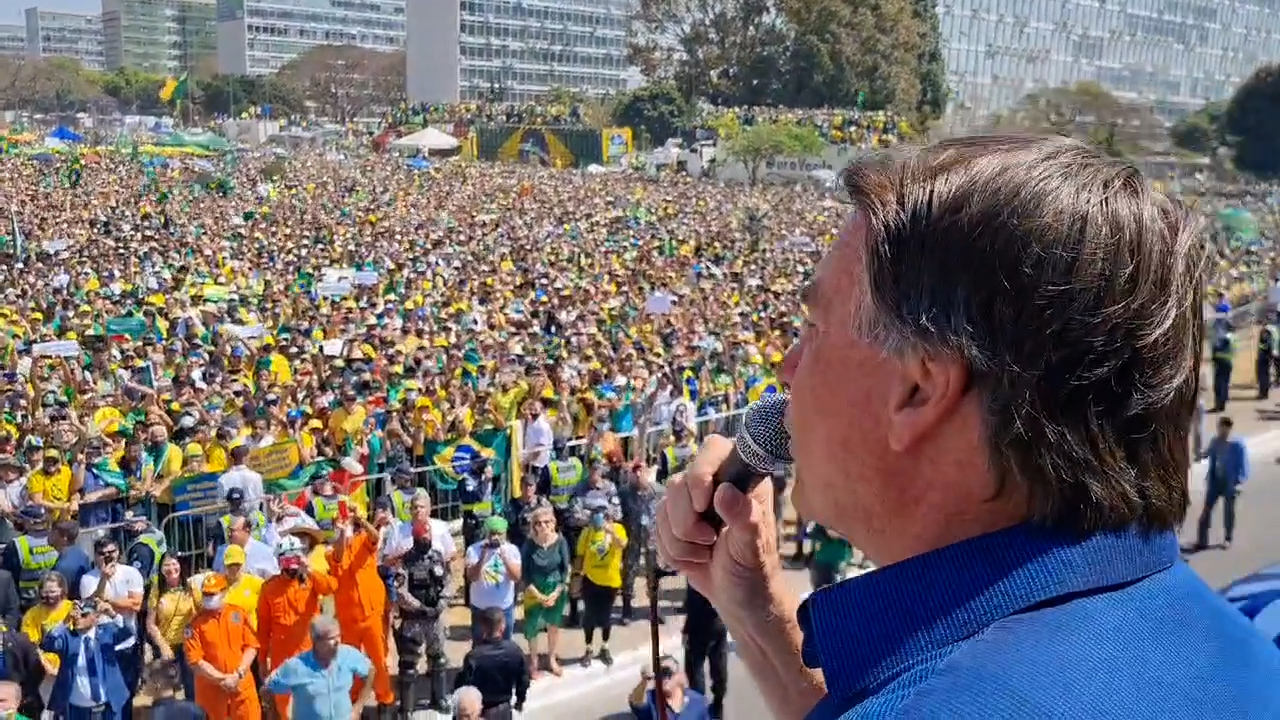 """IMAGEM: """"Reformas morreram"""" após discurso de Bolsonaro, diz MB Associados"""
