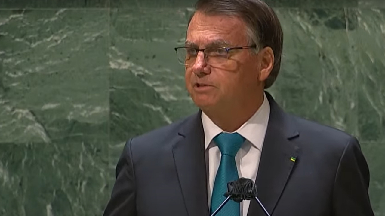 """IMAGEM: NYT: """"Bolsonaro abriu Assembleia Geral defendendo medicamentos ineficazes"""""""