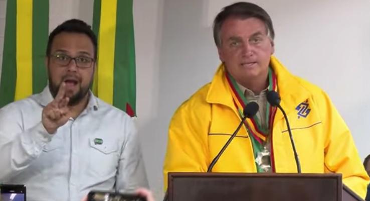 """IMAGEM: Bolsonaro: """"Vida de presidente não é fácil. Se alguém quiser trocar comigo"""""""