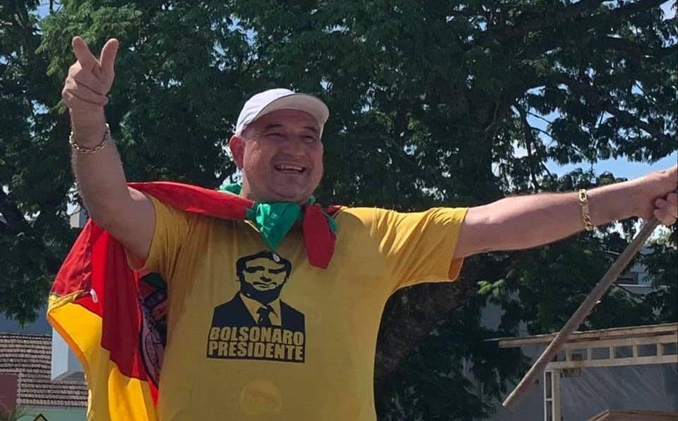 IMAGEM: PF faz operação em casa de prefeito bolsonarista flagrado com R$ 500 mil