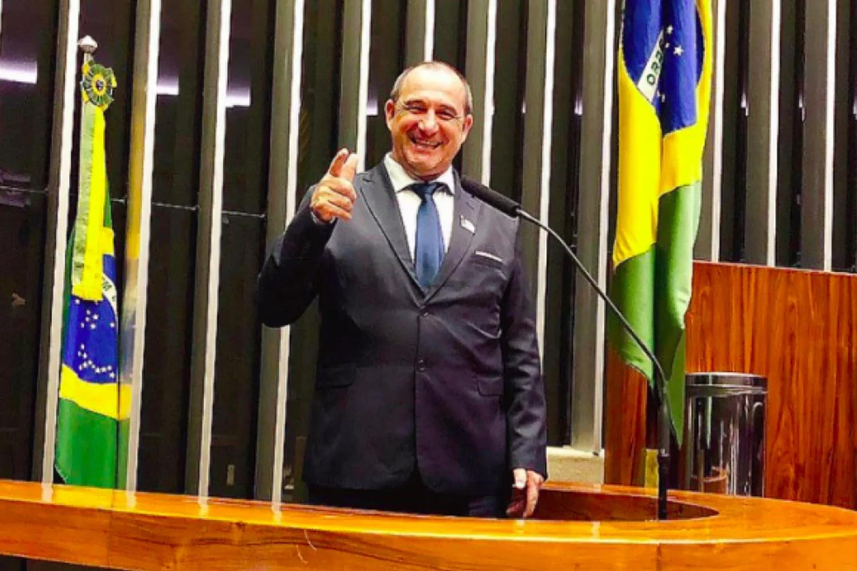 """IMAGEM: """"Eu boto o dinheiro onde quiser"""", diz prefeito bolsonarista flagrado com R$ 505 mil"""
