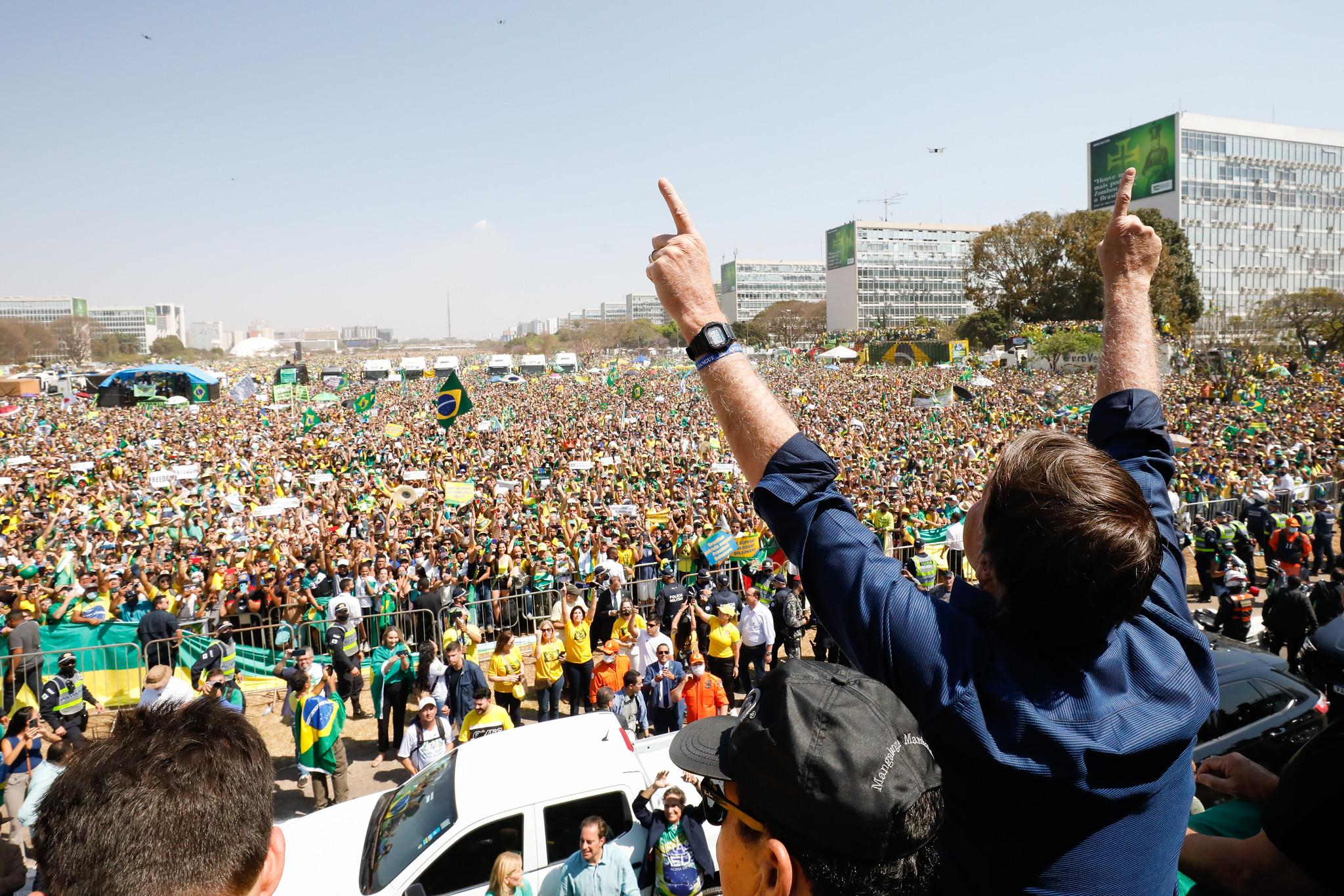 IMAGEM: Popularidade de Bolsonaro nas redes desaba após carta de recuo