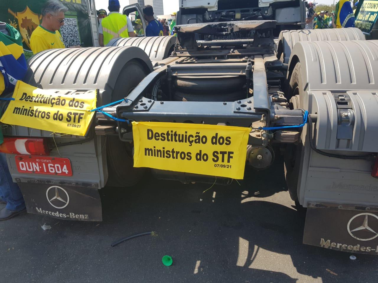IMAGEM: Sócio de empresa com caminhões em ato pró-Bolsonaro é diretor da Aprosoja
