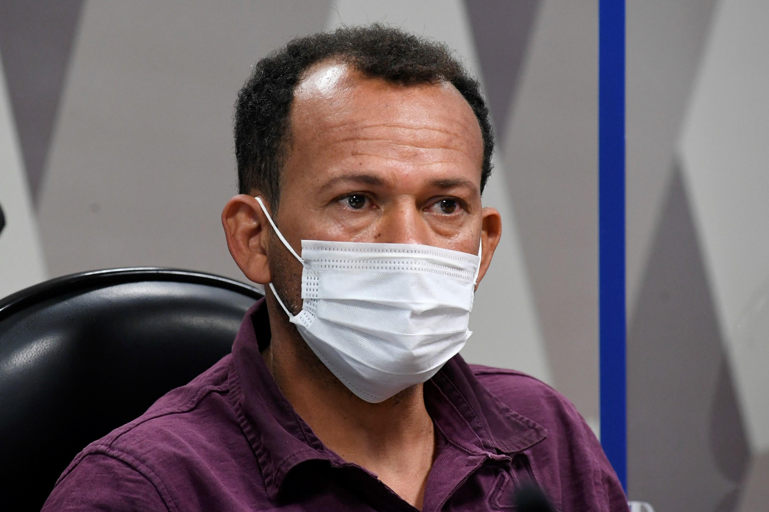 IMAGEM: Motoboy Ivanildo não aceita entregar celular à CPI