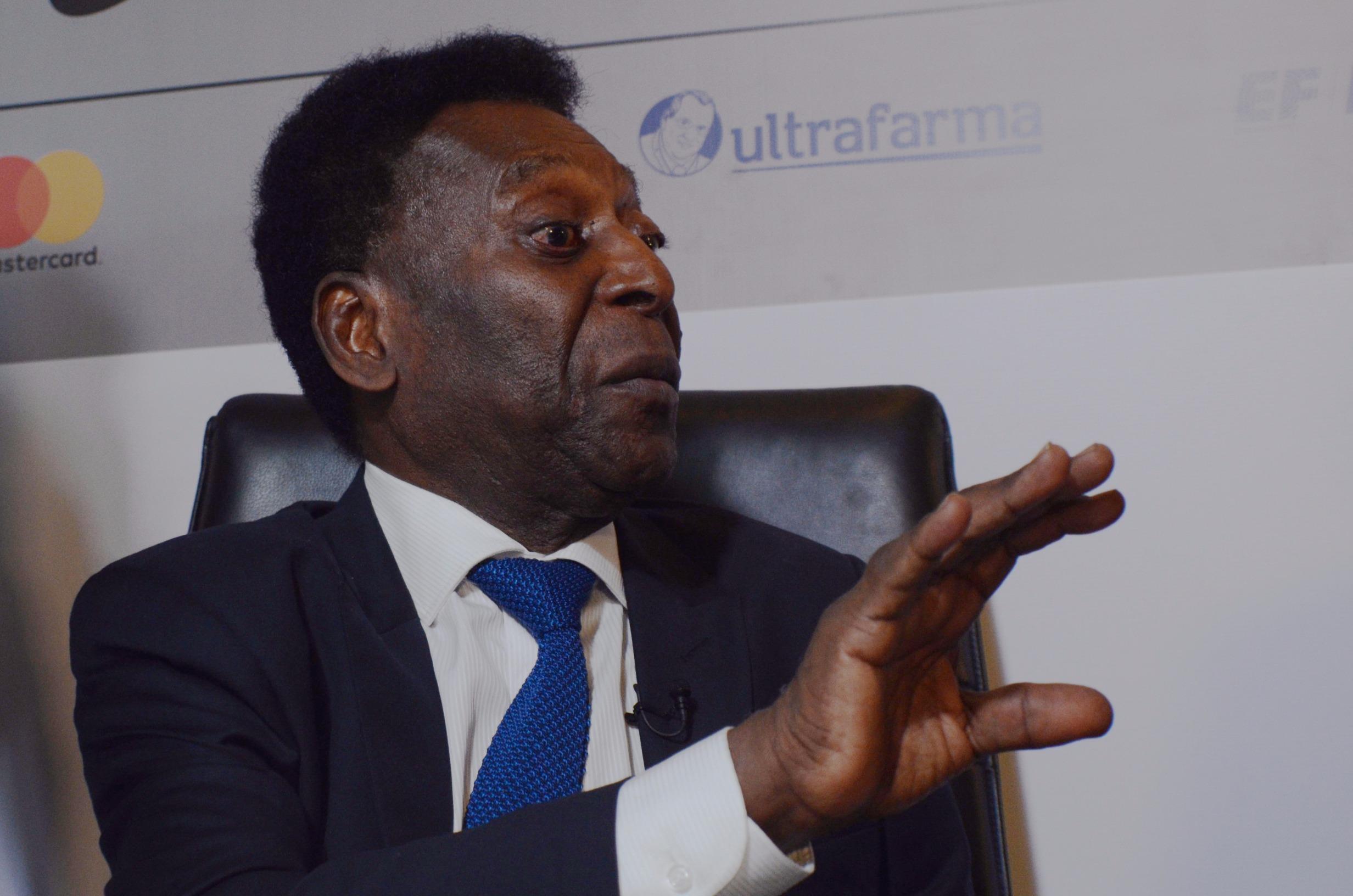 IMAGEM: Pelé faz cirurgia para remover tumor no cólon