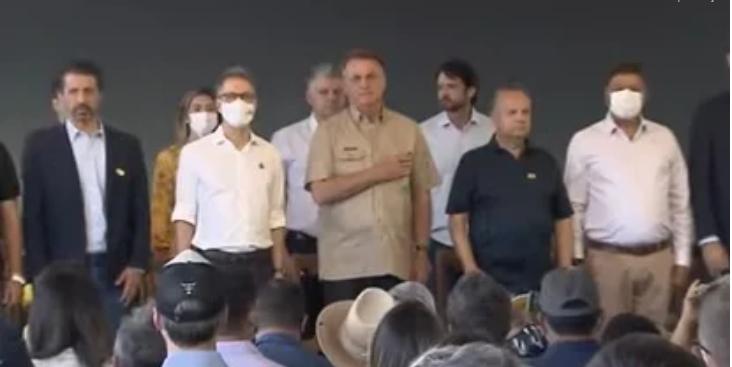 IMAGEM: Foco do orçamento secreto, entrega de tratores tem presença de Bolsonaro