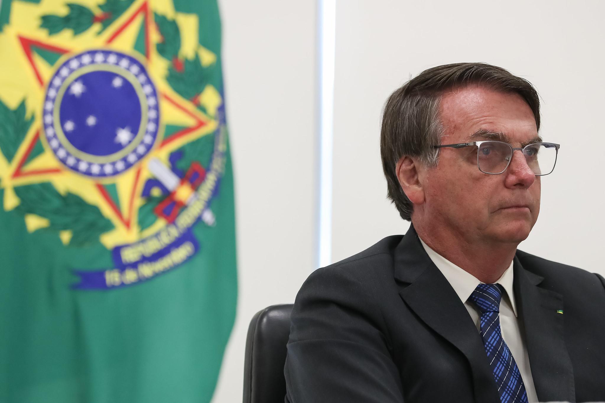 """IMAGEM: Nas redes, Bolsonaro e Eduardo celebraram """"pesquisa séria"""" da Prevent Senior"""