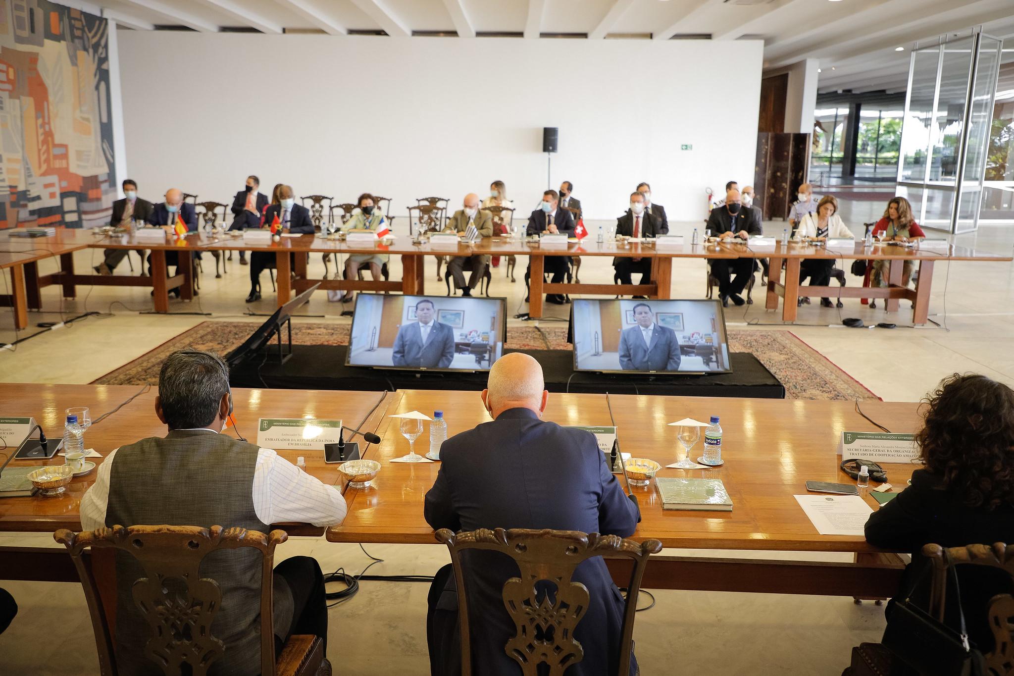 IMAGEM: Mourão anuncia nova viagem à Amazônia com diplomatas estrangeiros