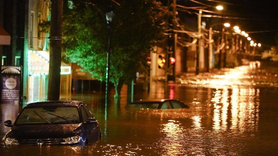 IMAGEM: Número de mortos em Nova York e Nova Jersey após tempestade sobe para 15