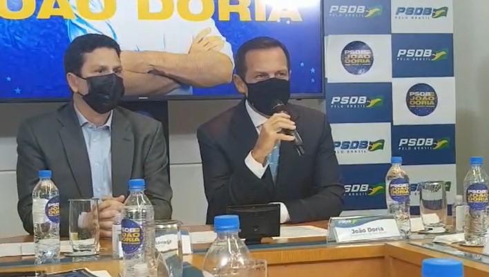 """IMAGEM: Doria evita responder se vai processar Aécio: """"Farei campanha"""""""