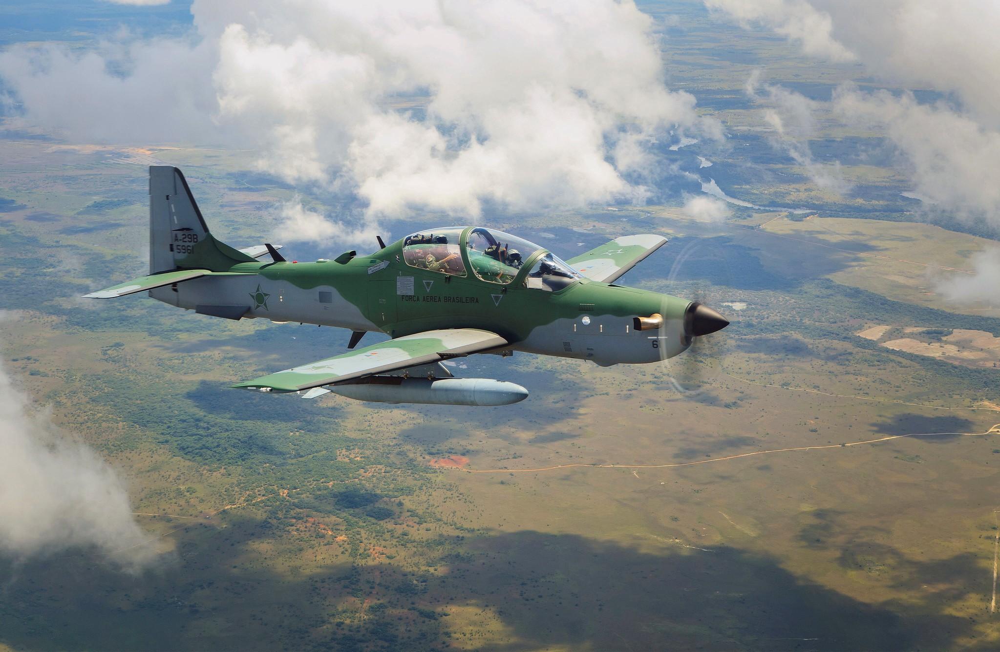 IMAGEM: Super Tucano cai no Mato Grosso do Sul e piloto consegue se ejetar